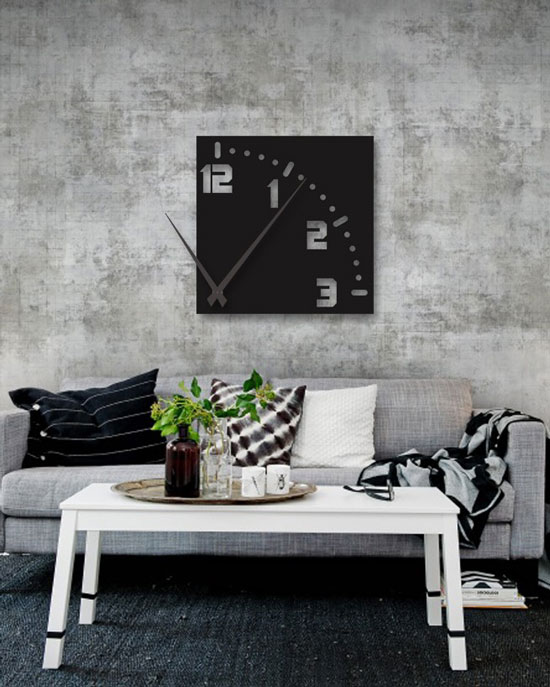 ساعت دیواری سیاه رنگ