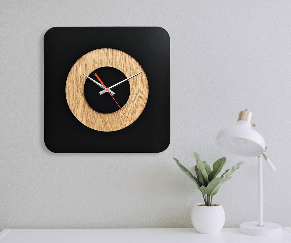ساعت دیواری سیاه چوبی