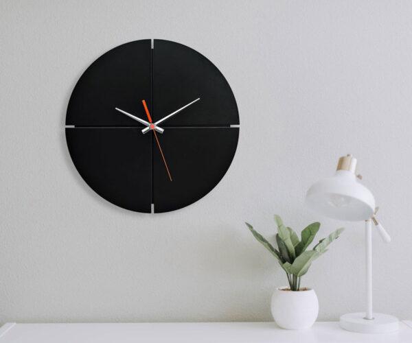 ساعت دیواری مدل بلک فور با رنگ مشکی و طراحی زیبا