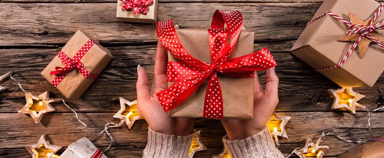 چه هدیه ای بخریم بهترین هدیه برای عزیزانمان
