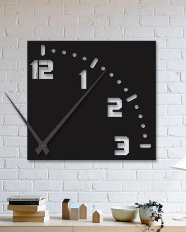 ساعت دیواری با رنگ مشکی