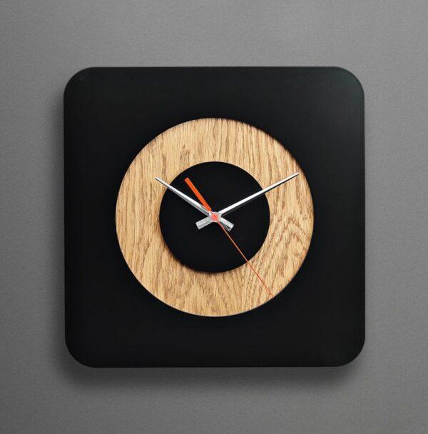 ساعت دیواری با طرح جدید جنس چوبی با ترکیب دو رنگ مناسب نشیمن