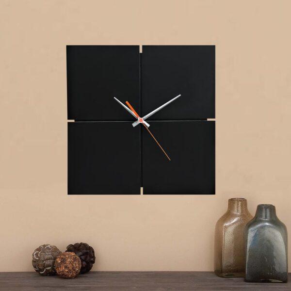 ساعت دیواری مدل Black hole با رنگ مشکی و طراحی زیبا