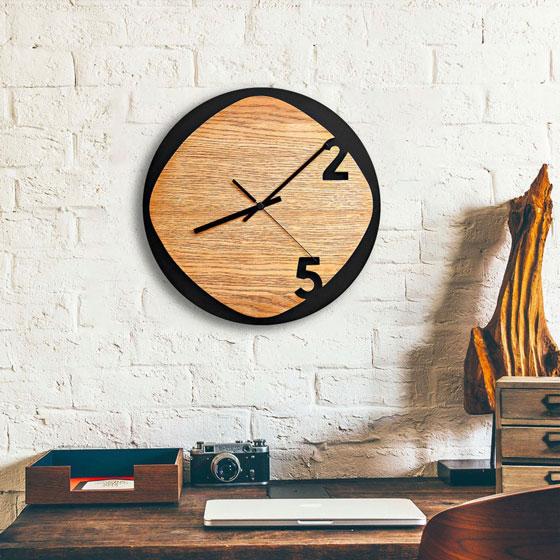 ساعت دیواری طرح جدید جنس چوبی مناسب اتاق نشیمن در دو طرح