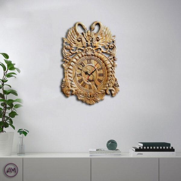 ساعت دیواری از جنس چوب طبیعی کنده کاری شده روی چوب طرح قو